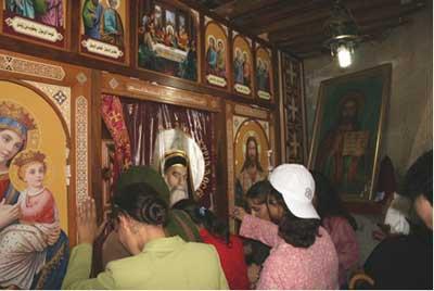 Pilgrimage to Pope Kyrillos Site